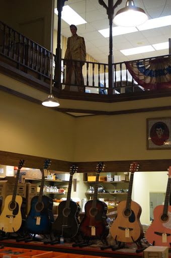Tupelo Hardware Co, guitar town