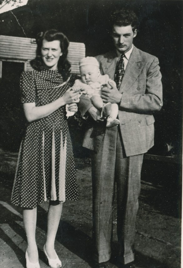 Robert Samuel Hilligoss, Letha Cook Hilligoss and Robert Lee Hilligoss, 1942
