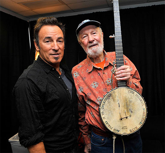 Pete Seeger and Bruce Springsteen, Madison Square Garden, 2009